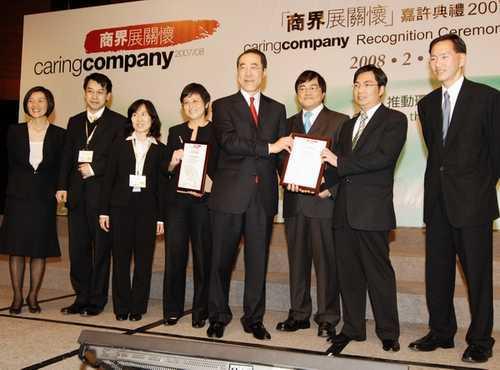 叶谢邓律师行获得香港社会服务联会颁赠2003-09「商界展关怀」标志,表扬它们在鼓励义务工作、建立合作伙伴等方面所作出的贡献。